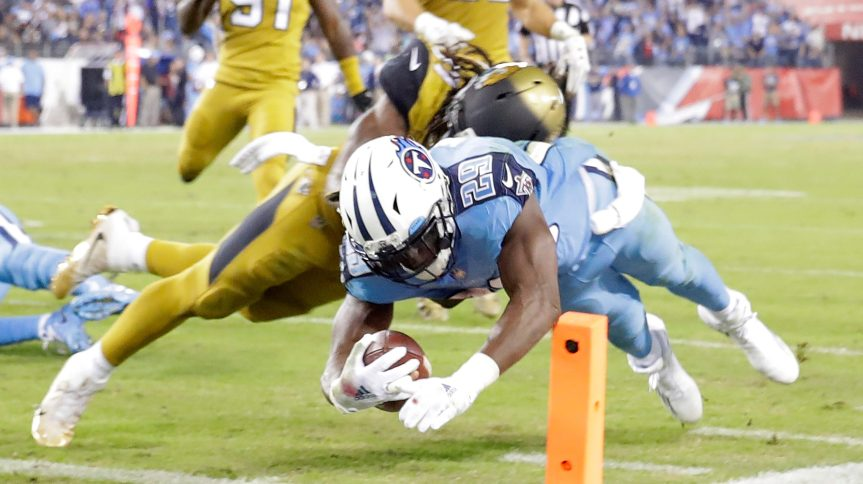 NASHVILLE, TN - OCTOBER 27: DeMarco Murray #29 of the Tennessee Titans dives for a touchdown during the second quarter of the game against the Jacksonville Jaguars at Nissan Stadium on October 27, 2016 in Nashville, Tennessee. (Photo by Andy Lyons/Getty Images)
